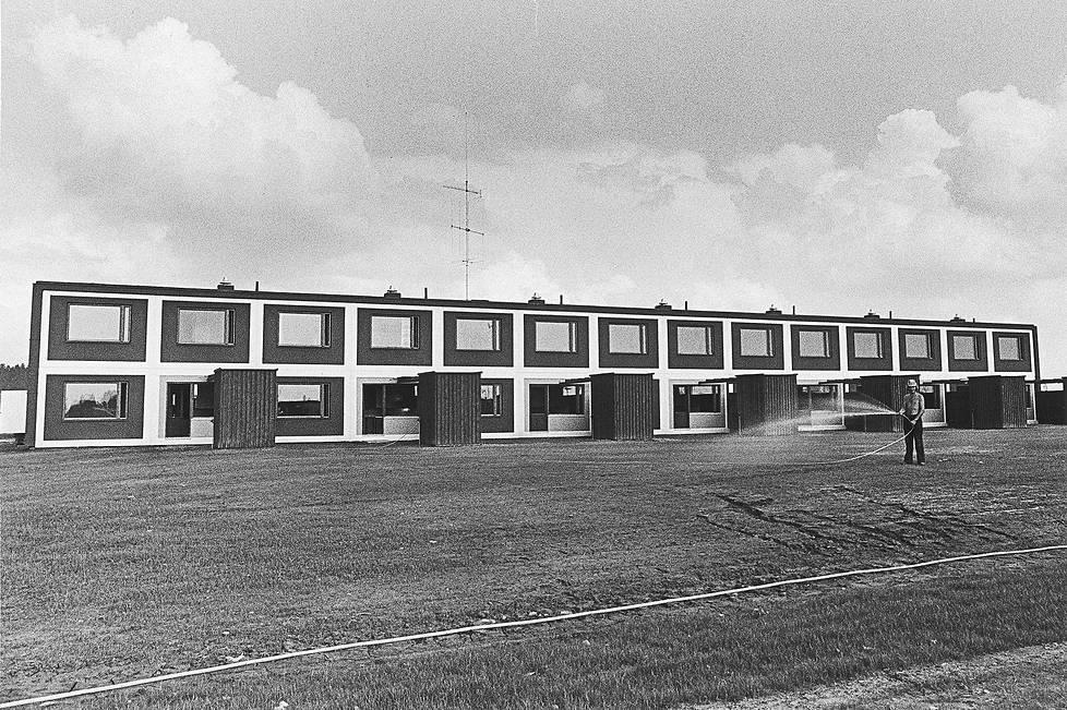 Tasakattoinen rivitalo Kangasalan asuntomessuilla vuonna 1972.