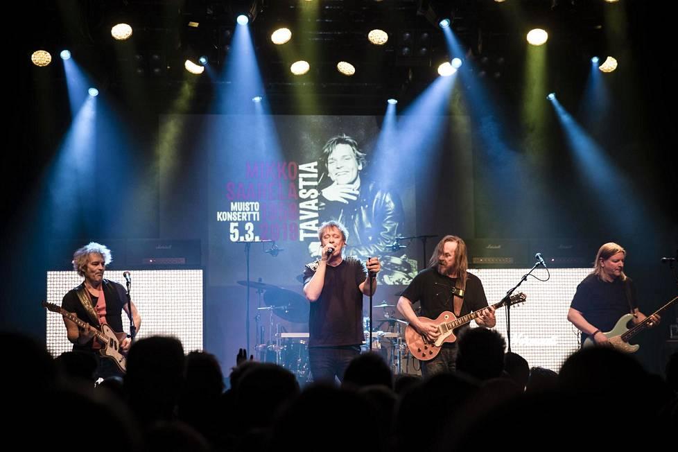 Mikko Saarelan muistokonsertissa Tavastialla maaliskuussa 2019 esiintyi muun muassa Eppu Normaali.