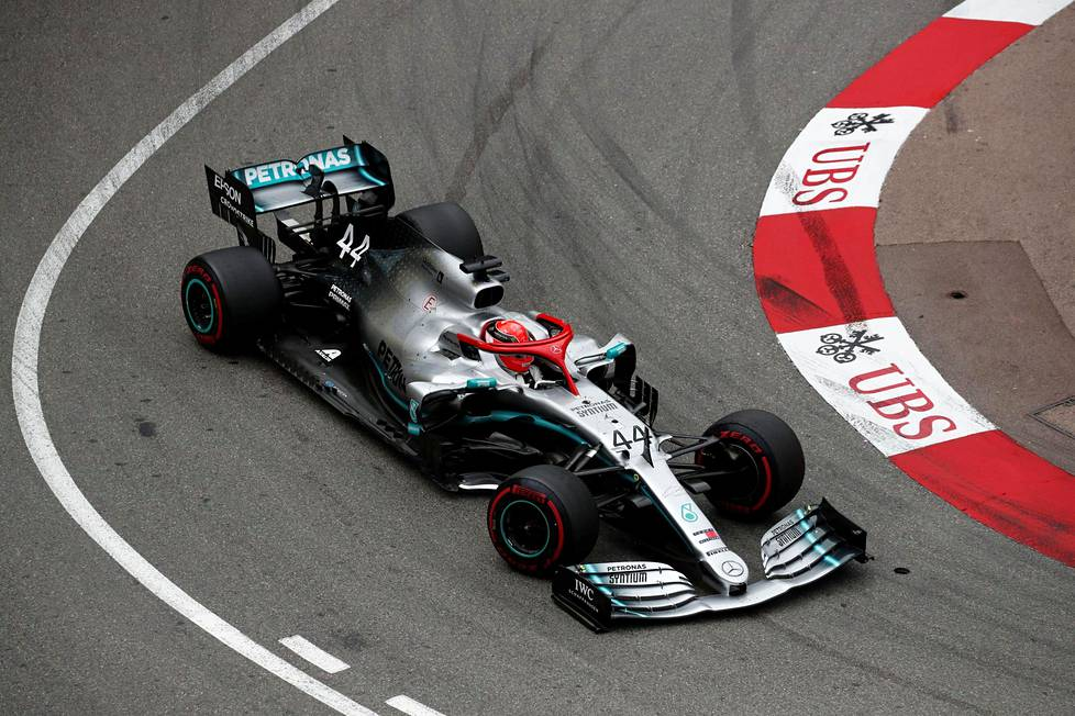 Mercedeksen Lewis Hamilton matkalla kohti MOnacon osakilpailun voittoa.