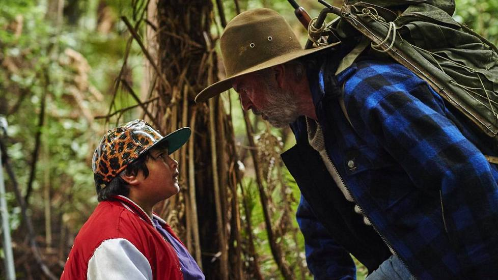 Sam Nieli ja Julian Dennison elokuvassa Hunt for the Wilderpeople.