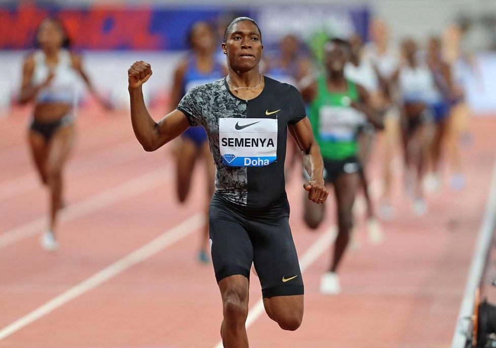 Caster Semenya voitti Dohan 800 metriä ylivoimaisesti.