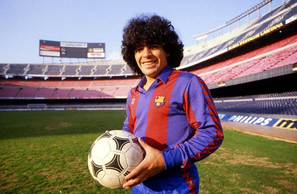 Diego Maradona pelasi Barcelonassa vuosina 1982–84.