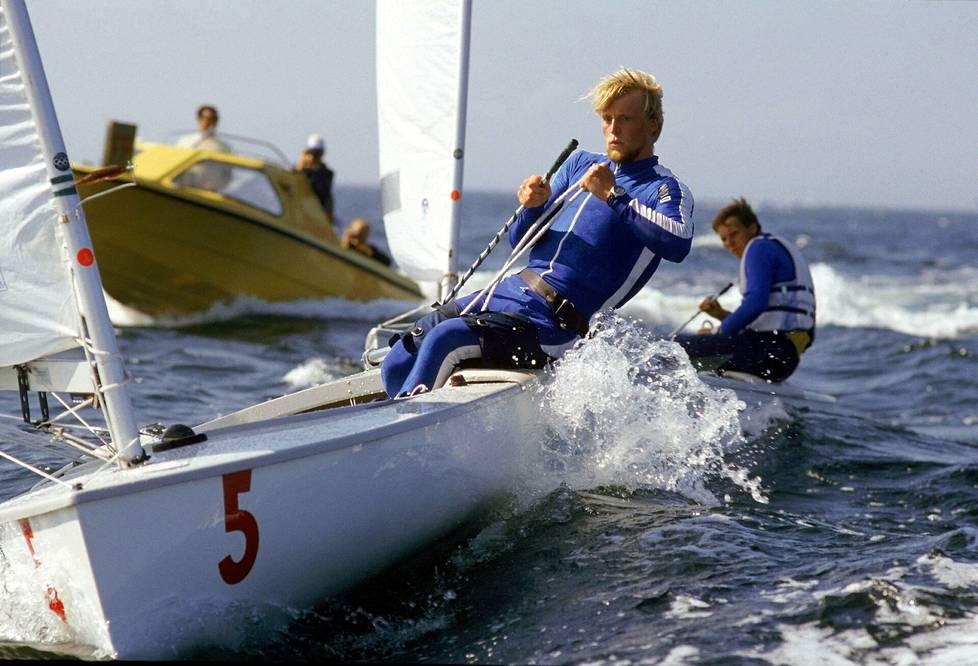Purjehtija Esko Reckhardt käytti Moskovan olympialaisissa vuonna 1980 asunaan virtaviivaista hiihtopukua.