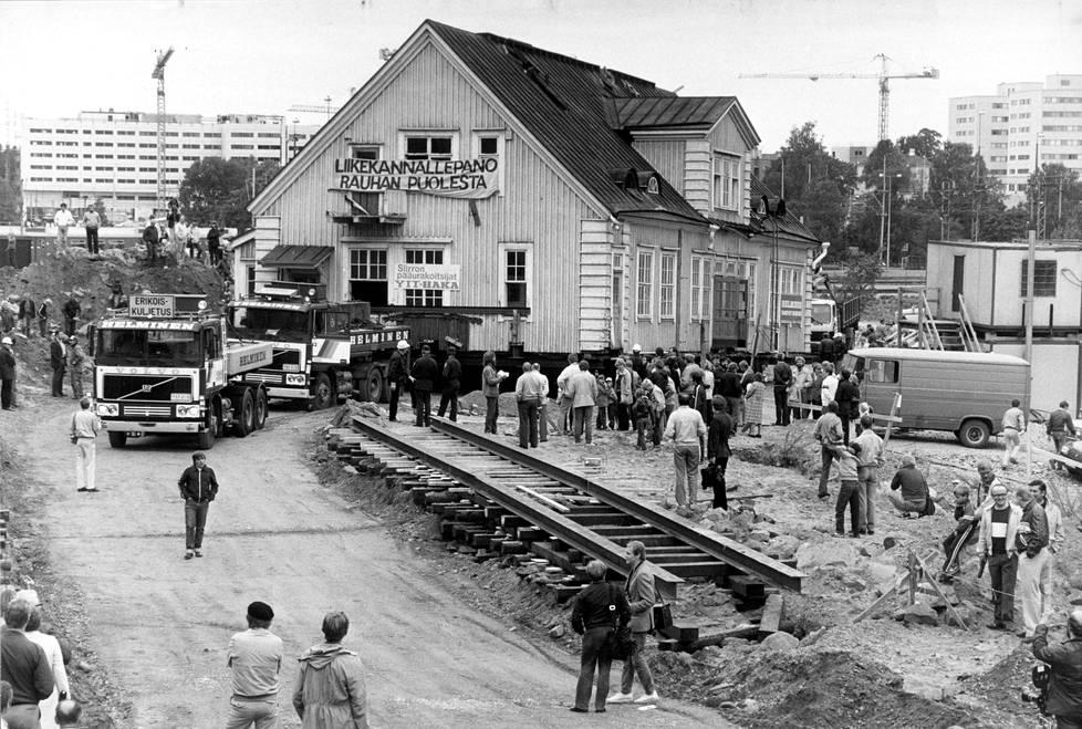 Syyskuussa 1984 Pasilan vanha asemarakennus siirrettiin Veturipuistoon. Rakennuksen omistaa Suomen Rauhanliitto ja taloa kutsutaan Rauhanasemaksi.