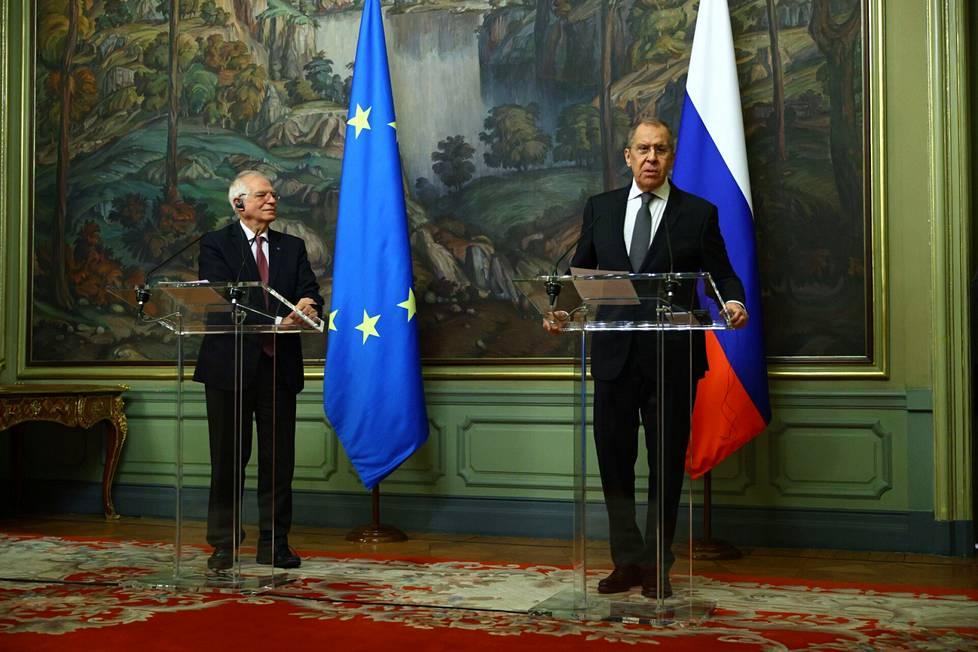 EU:n ulkosuhteiden korkea edustaja Josep Borrell (vas.) vieraili Moskovassa ulkoministeri Sergei Lavrovin vieraana helmikuun alussa.