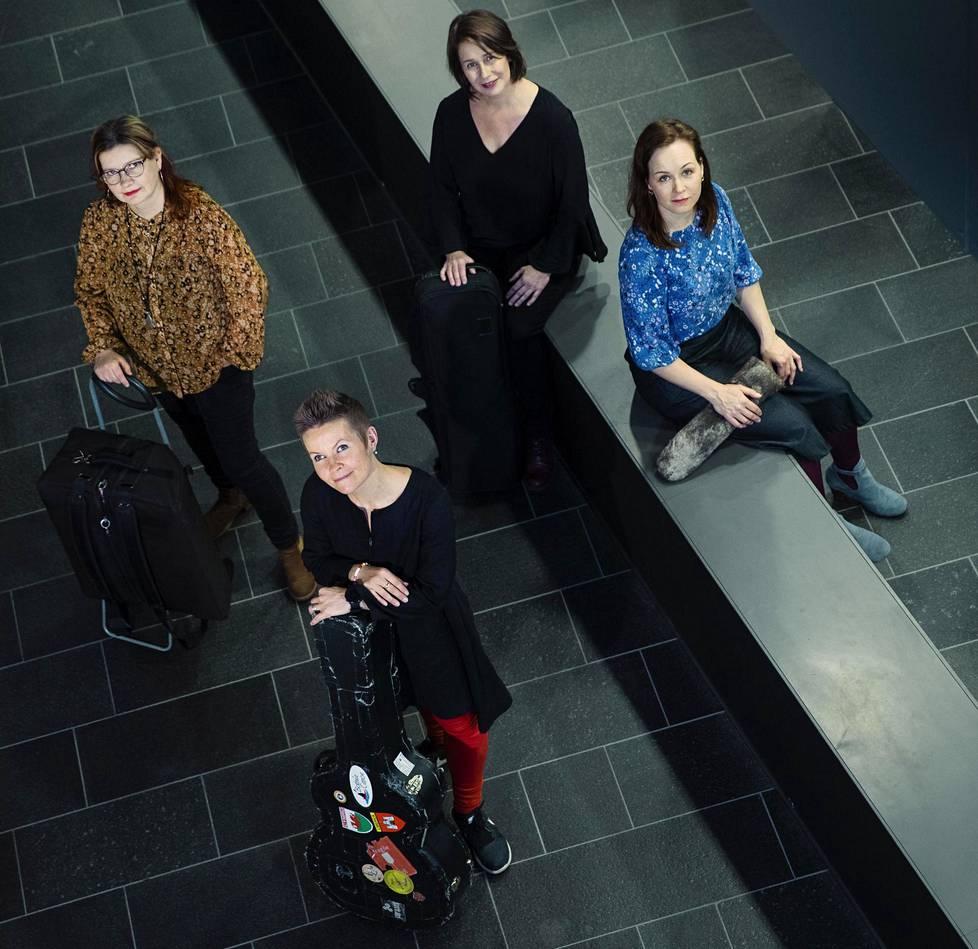 Maria Kalaniemi (vas.),Désirée Saarela, Marianne Maans ja Juulia Salonen toivovat, että Seaside Sounds from Finland auttaa suomalaisia löytämään paremmin omaan kulttuuriperinteeseensä kuuluvan musiikin pariin.