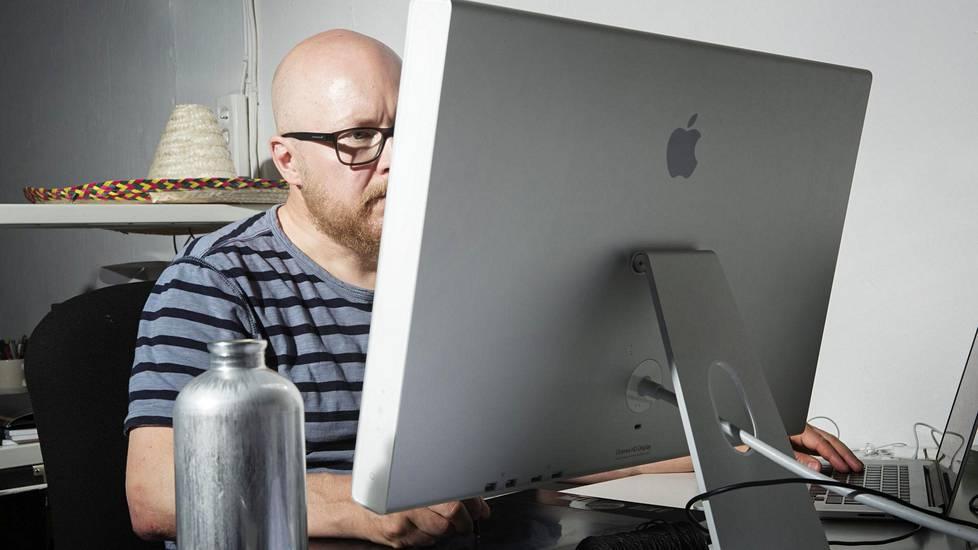 Jyri Konttinen joutuu usein vastaamaan ihmettelyyn siitä, miksi graafikko laskuttaa työstään niin paljon.