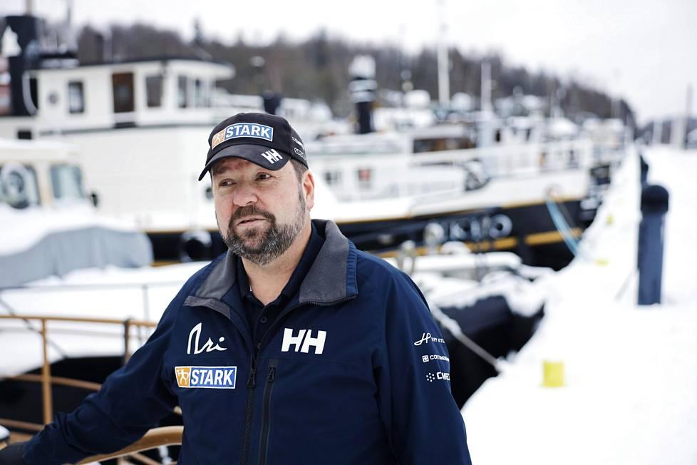 Jukka Jaskari on itse kokenut merenkävijä ja purjehtija.