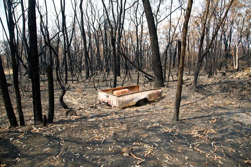 Metsäpalossa tuhoutuneen talon jäämistöä Balmoralissa Uudessa Etelä-Walesissa.