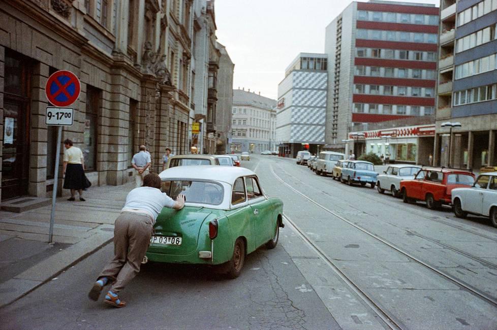 Kun Trabant lähti liikkeelle, se jätti taakseen sankan pakokaasupilven. Aina se ei lähtenyt.