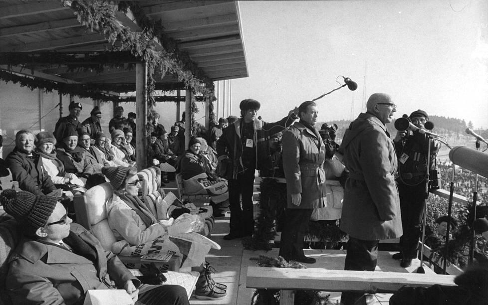 The President of the Republic, Urho Kekkonen, inaugurated the Lahti Grand Hill on March 5, 1972. The President of Iceland, Kristján Eldjárn, and Mrs. Halldóra Eldjárn sit in the foreground.