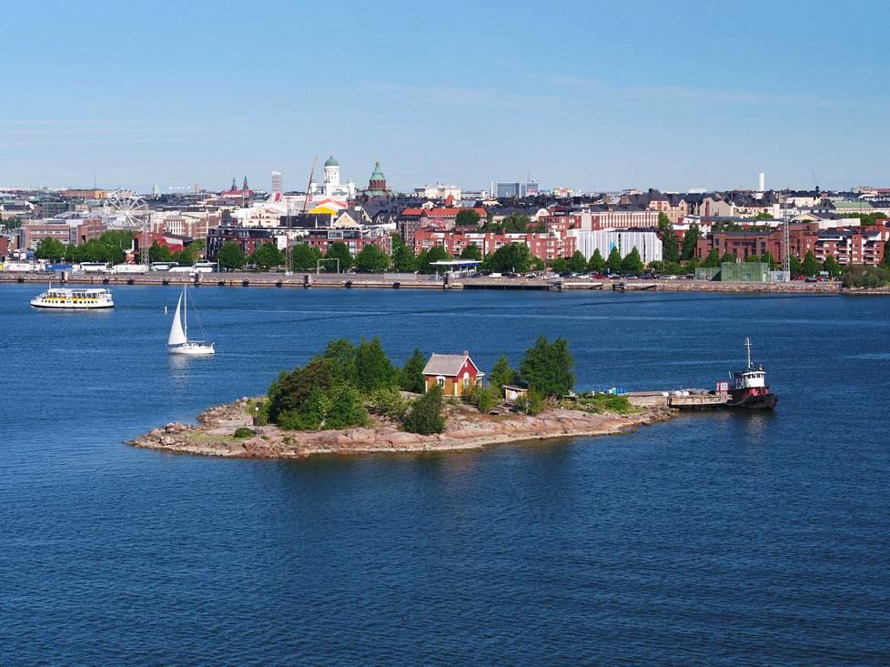 Katajanokanluodolta on lyhyt venematka Katajanokalle, Kauppatorille ja Kaivopuiston rantaan.