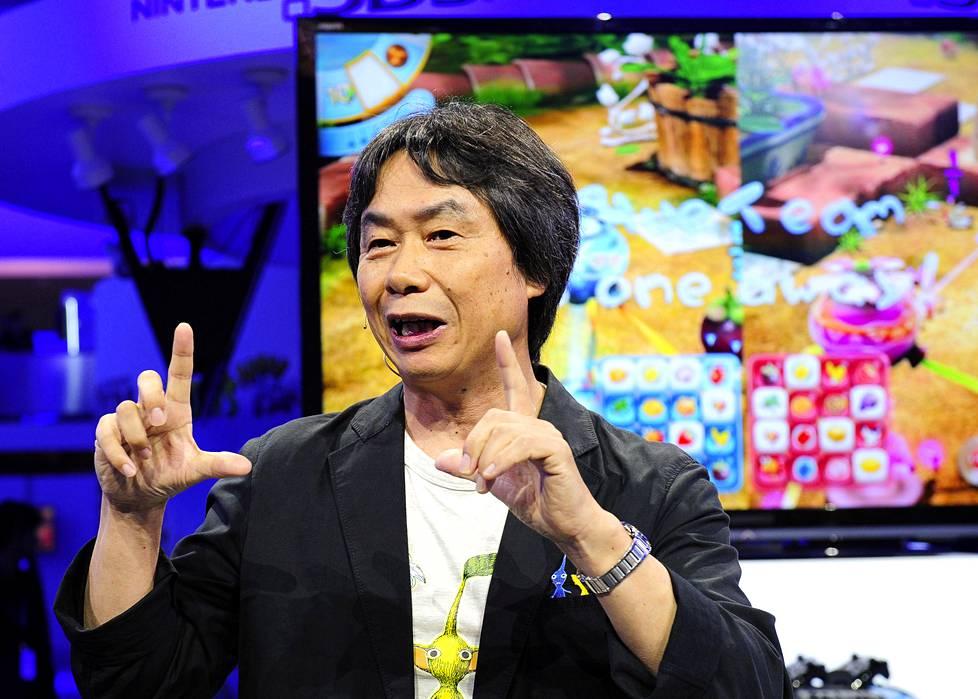 Japanilainen Shigeru Miyamoto on sekä Super Mario- että Zelda-pelisarjojen isä.
