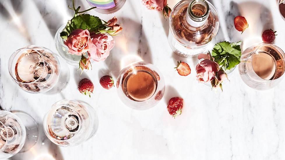 Yksi selitys roseeviinin kasvavalle suosiolle on sen monikäyttöisyys. Rosee sopii niin sushille, kasviksille, kalalle kuin lihallekin.