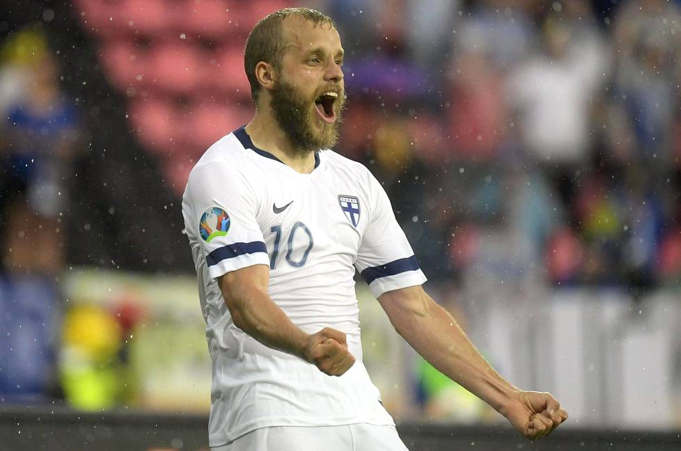 Teemu Pukki teki lauantaina EM-karsintaottelussa Bosnia-Hertsegoivinaa vastaan kaksi maalia.