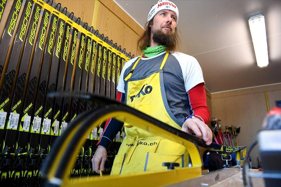 Danielo Müller työssään Suomen huoltokontissa ampumahiihdon MM-kisoissa Östersundissa.