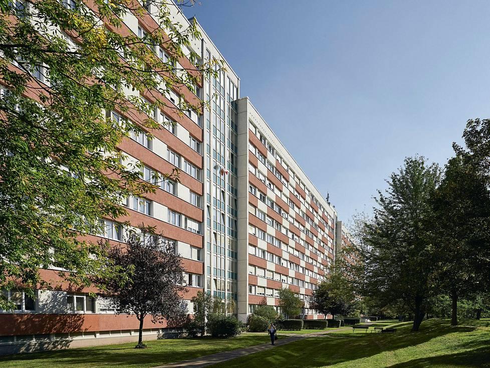 Itä-Saksan pisin asuinblokki rakennettiin 1968 Leipzigiin. Sen sisällä voi kävellä yli kolmen kilometrin matkan.