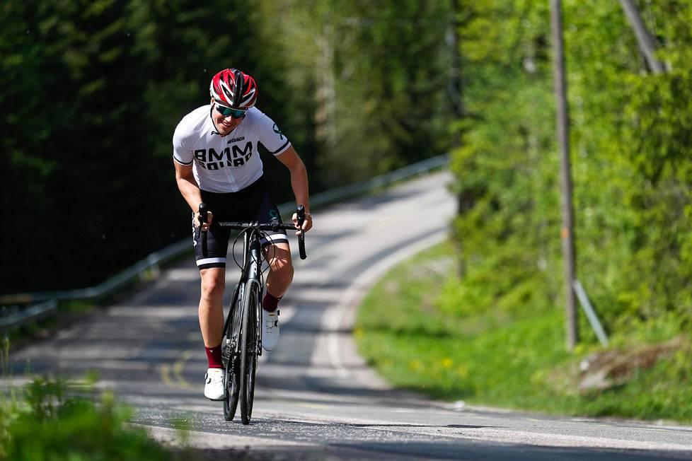 Robson Lindberg on kuntoutunut aivovammastaan jo niin, että pystyy jälleen ajamaan pyörällä, juoksemaan ja uimaan.