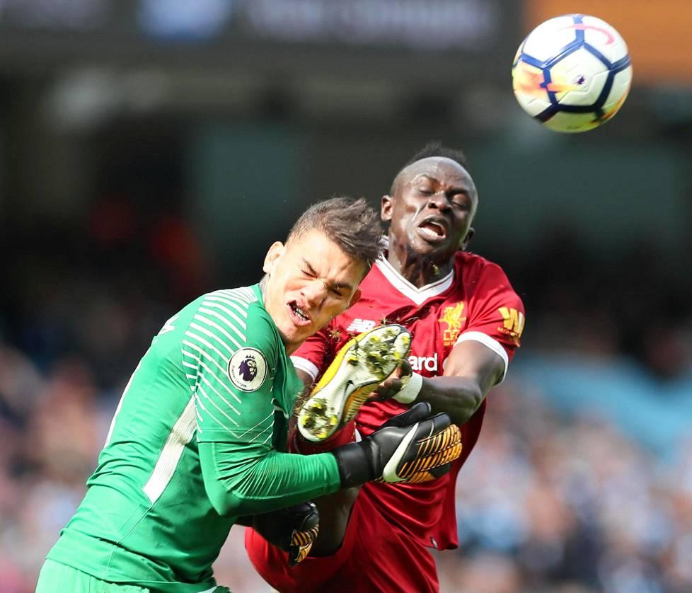 Liverpoolin Sadio Manen jalka aiheutti seitsemän tikkiä vaatineet haavat Edersonin kasvoihin 9. syyskuuta 2017.