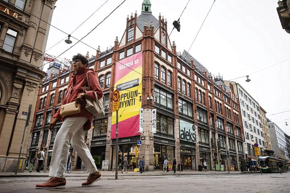 Aleksi 13 on Luhta-konsernin muotikauppaketju, jolla oli ennen liikkeitä ympäri Suomea. Nyt myymälöitä on enää pääkaupunkiseudulla. Ketjun lippulaivamyymälä lopettaa syksyllä kiinteistössä, jossa se on toiminut yli 50 vuotta.