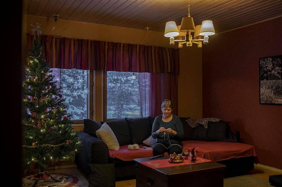 Muoniolainen Anneli Friman-Micklin yritti rauhoittua joulunpyhien viettoon, vaikka huoli töiden jatkumisesta painaa.