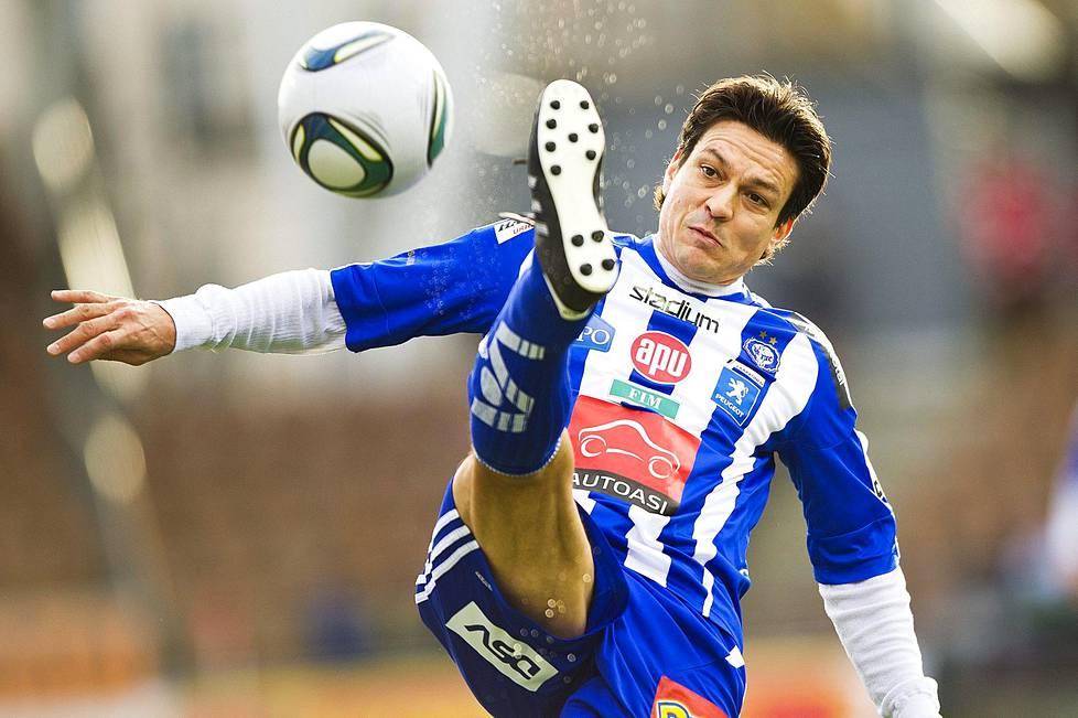Jari Litmasen tyylinäyte Veikkausliiga-kauden viimeisestä ottelusta HJK–Haka 29. lokakuuta 2011.