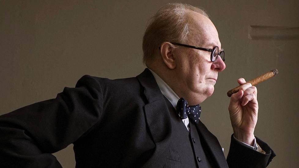 Oscar-ehdokas Gary Oldman tekee uskomattoman roolisuorituksen Winston Churchillinä uutuuselokuvassa Synkin hetki.