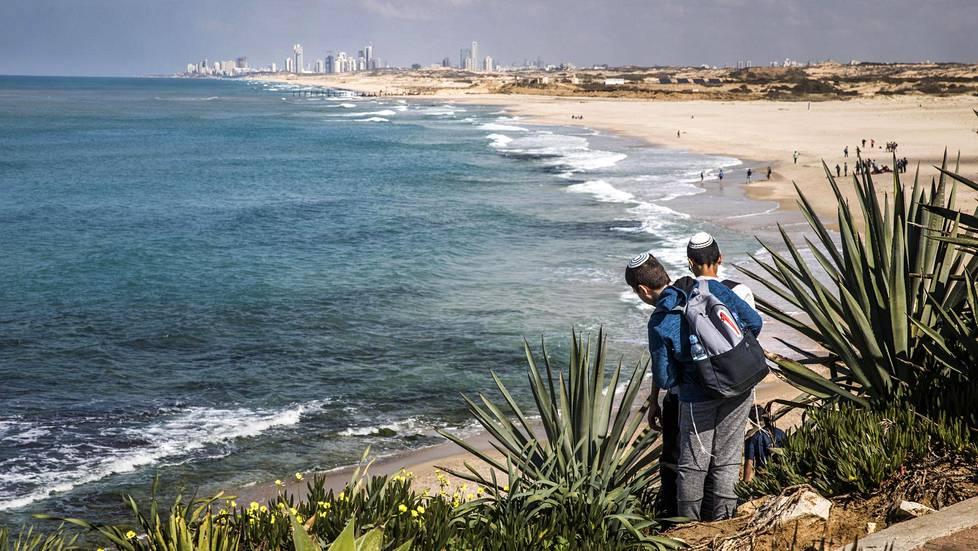 Sorekin suolanpoistolaitos on 2,5 kilometrin päässä rannasta. Vedenottoputkia ei näe rannasta, sillä putket ovat veden alla.
