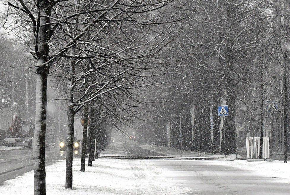 Helsingissä satoi lunta lauantaina.