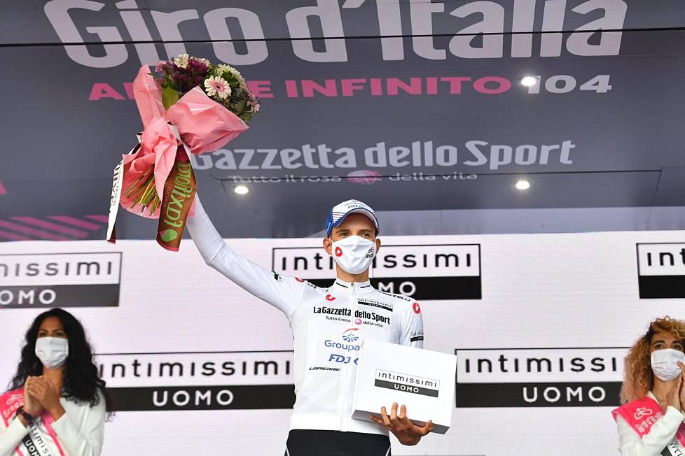 Groupama-FDJ-tallin Attila Valter johtaa myös nuorten ajajien sarjaa ja on siten valkoisen paidan haltija.