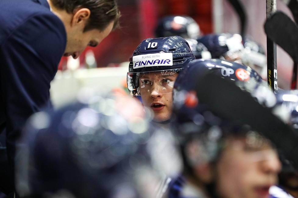 Anton Lundell on alle 20-vuotiaiden maajoukkueen johtavia pelaajia ja ykkössentteri.