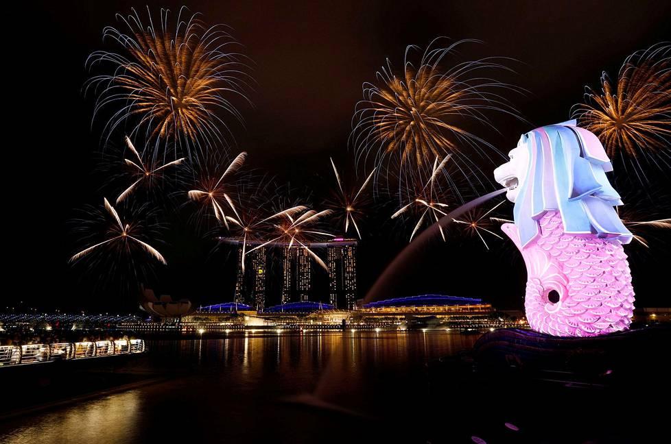 Ilotulitusta Singaporessa uudenvuoden aattona.