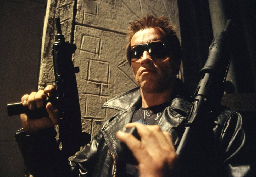 Näyttelijä Arnold Schwarzenegger esittää tappajakyborgia Terminator-elokuvissa.