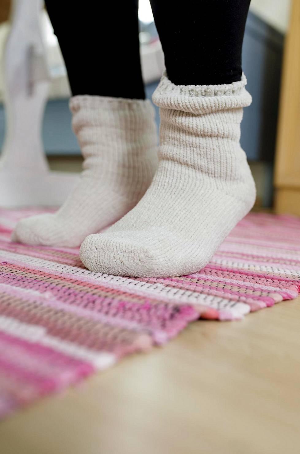 Pystyasennossa tehtävät liikkeet parantavat tasapainoa ja ylläpitävät kävelykykyä.
