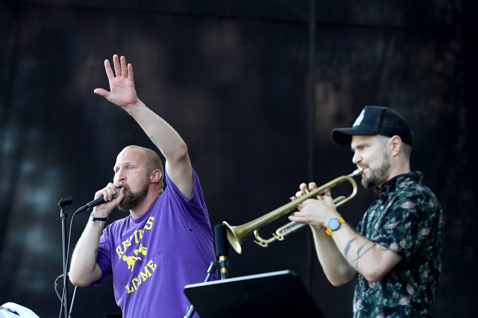 Karri Paleface Miettinen esiintyi torstaina rumpali Mikko Hassisen Elektro GT:n kanssa. Trumpettia soitti Verneri Pohjola.