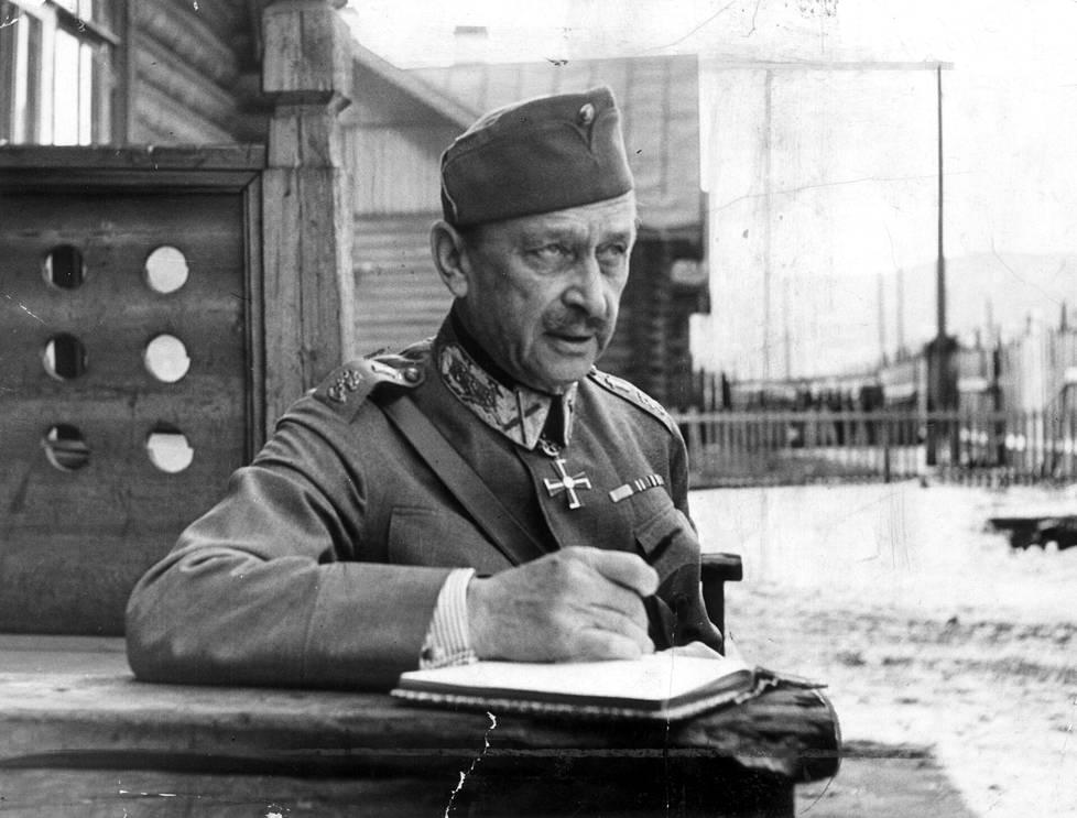 Marsalkka Mannerheimista on kirjoitettu kymmeniä kirjoja, mutta valtaosa niistä keskittyy hänen sotilas- ja poliittiseen uraansa.