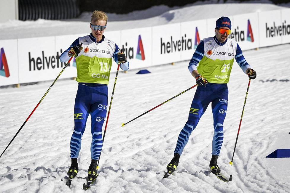 Juho Mikkonen (vas.) ja Ristomatti Hakola hakivat tuntumaa pehmeisiin latuihin keskiviikkona Oberstdorfissa.