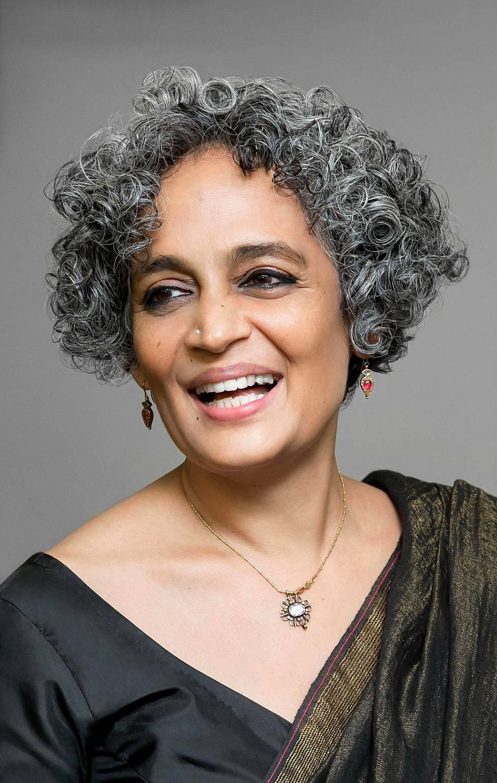 Kirjailija Arundhati Roy oli kiertänyt maailmalla uuden romaaninsa kanssa ennen kuin kriisi pakotti hänet vetäytymään kotiinsa. Tässä hän on kuvattuna viime vuonna New Yorkissa.