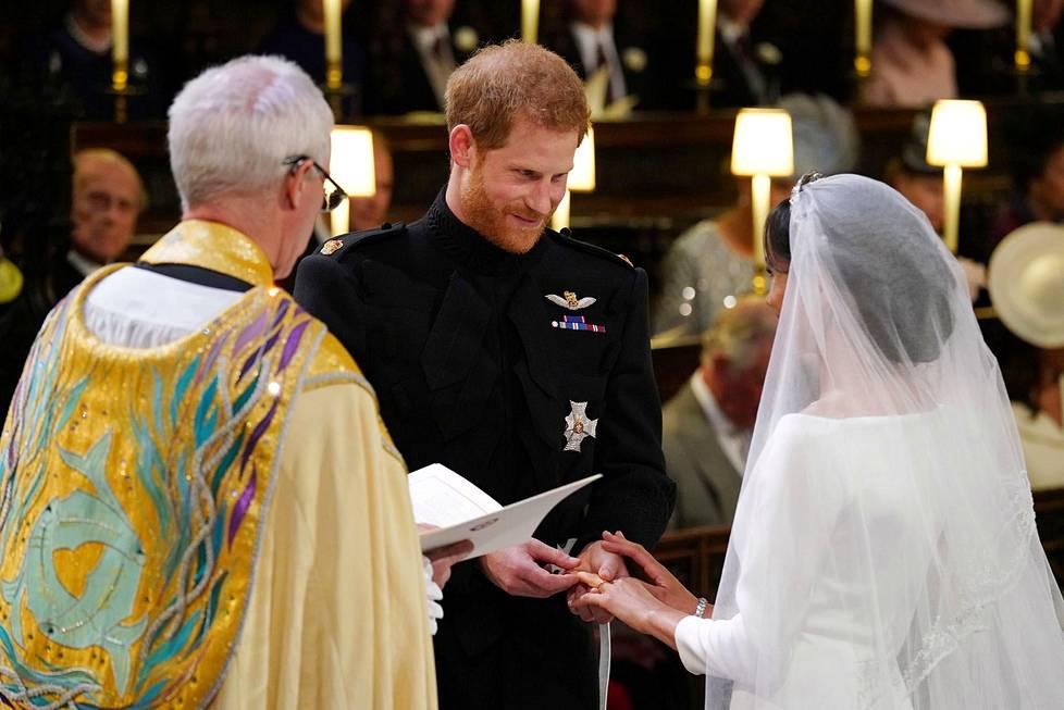 Hääpari julistettiin aviomieheksi ja -vaimoksi.
