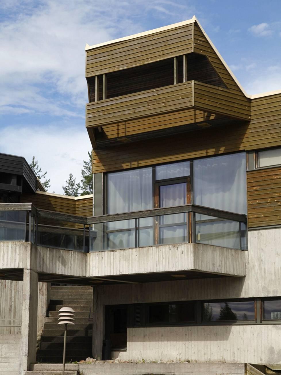 Hotelli Mesikämmen Ähtärissä on Timo ja Tuomo Suomalaisen suunnittelema. Se valmistui vuonna 1976.