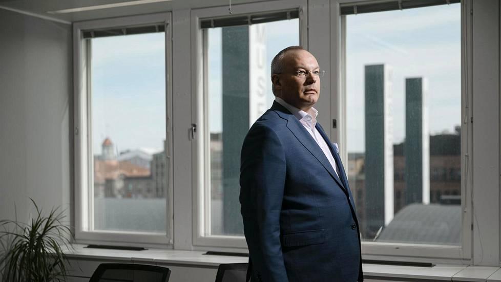 Kryptovaluutoilla vaurastuminen on Kari Juurakon mielestä valtaosin tuurin varassa, mutta yrityskaupalla vaurastuminen on lähes varmaa.