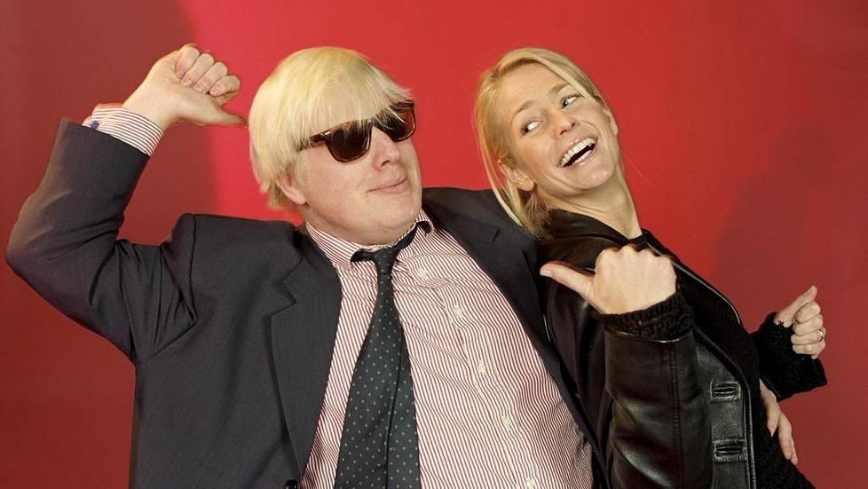 Boris Johnson sai tanssinopetusta ruotsalais-brittiläiseltä tv-juontajalta Ulrika Jonssonilta vuonna 1998. Johnsonista tuli samoihin aikoihin tv-kuuluisuus BBC:n Uutisvuoto-ohjelman myötä.