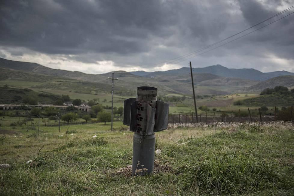 Armenian ja Azerbaidžanin väliset taistelut yltyivät pitkän tauon jälkeen viime syksynä. Kuvassa raketin osa Vuoristo-Karabahin alueella. Yleiset uutiskuvasarjat, 1. palkinto.