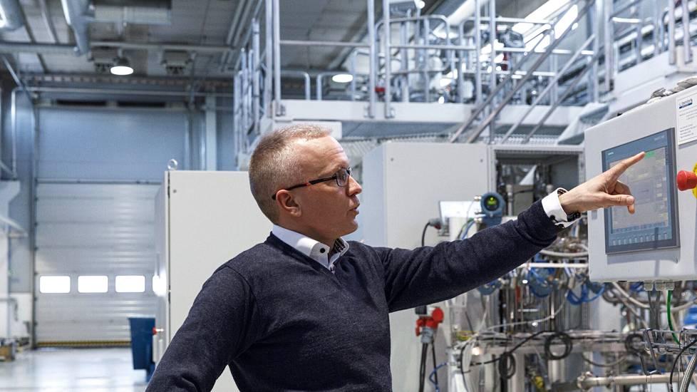Spinnovan toimitusjohtaja Janne Poranen yhtiön koelaitoksella Jyväskylässä.