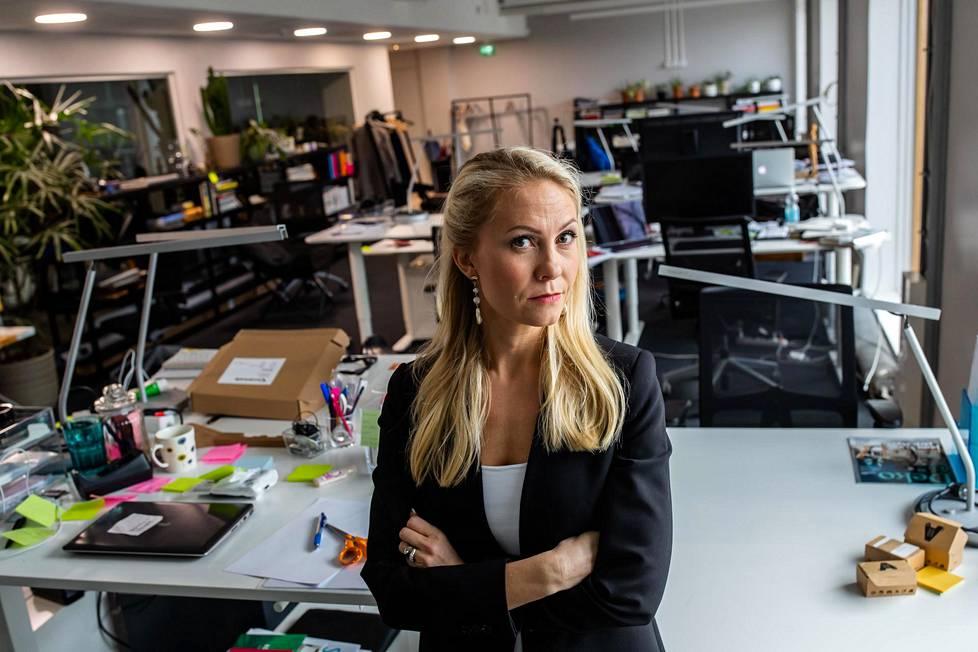 Toimitusjohtaja Anna Holtari mainostoimisto Dynamo & Sonin tyhjäksi jääneessä toimistossa. Yhtiö hakeutui konkurssiin maaliskuun lopulla, ja tällä viikolla pesänhoitaja laittoi yritykseltä jääneen irtaimiston huutokauppaan.
