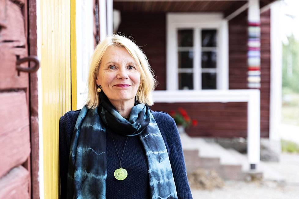 Kirjailija ja ohjaaja Heidi Köngäksen dramatisoimaa Sandra-monologinäytelmää esitetään aluksi Ittipään työväentalolla. Se sijaitsee Ruoveden rajalla. Paikka on nykyään yksityisomistuksessa.