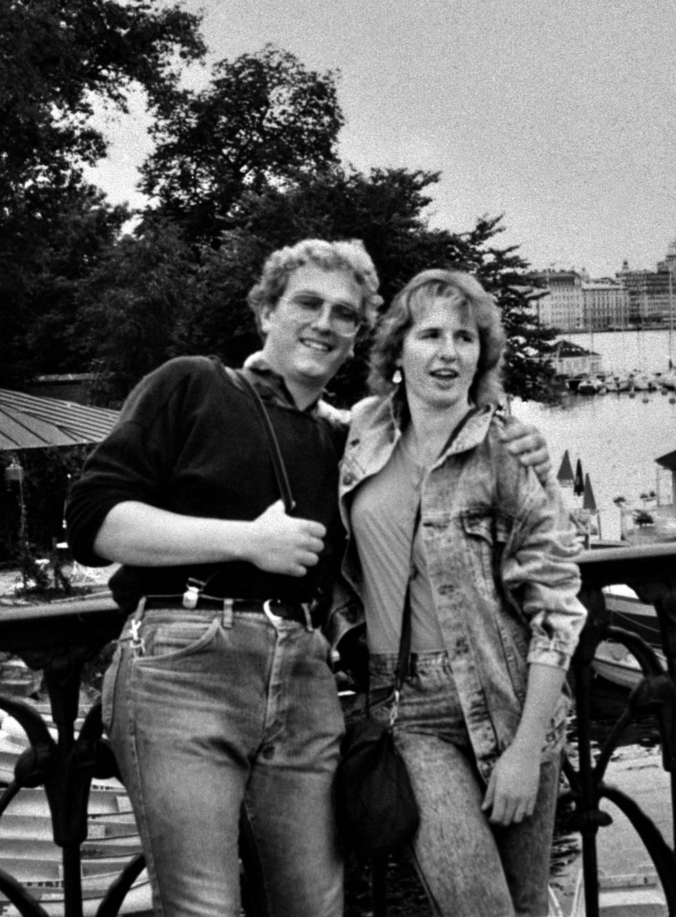 Viking Sallylla pahoinpidellyt Klaus Schelke ja Bettina Taxis. Klaus Schelke kuoli pahoinpitelyyn, joka tapahtui heinäkuun 28. päivän vastaisena yönä 1987.