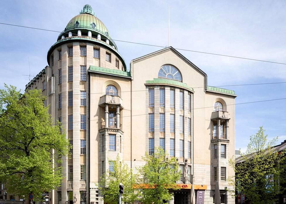 Uusi ylioppilastalo (1910, Helsinki). Armas Lindgrenin ja Wivi Lönnin yhteissuunnitelma voitti arkkitehtikilpailun, johon osallistui myös Eliel Saarinen.