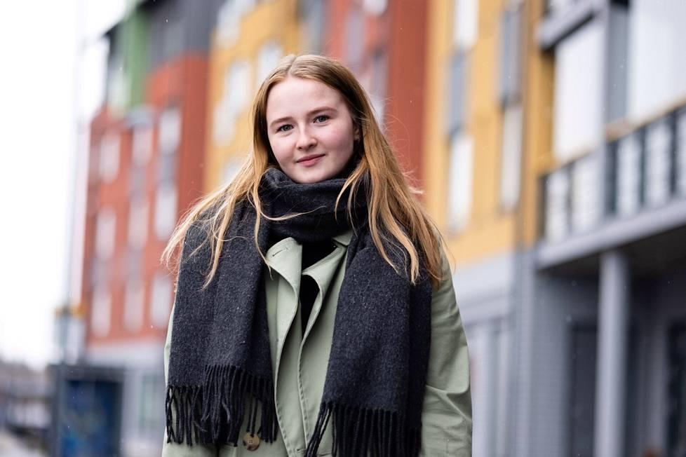 Helmi Kuirinlahti sai jo keväällä omia teoksiaan esille verkkogalleriassa.