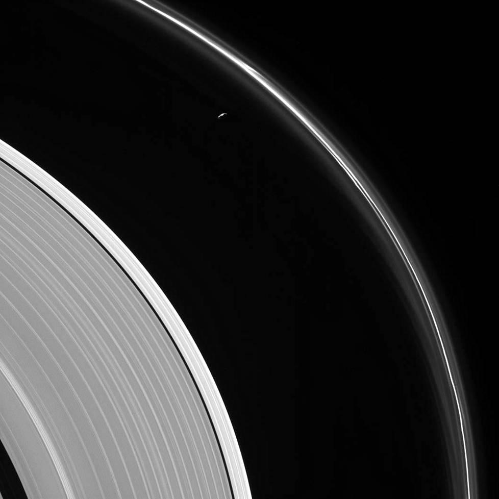 Cassini-luotaimen kiirastuli: vielä neljä kierrosta ja lopullinen sukellus Saturnuksen ...